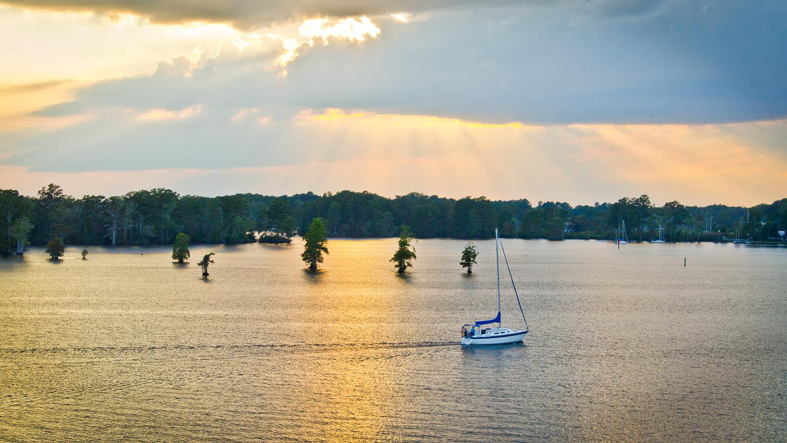Sailing on Edenton Bay